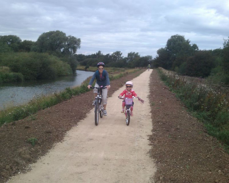 Cycling along the Fossdyke Canal